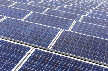 Zonne-energie op het dak van een ander